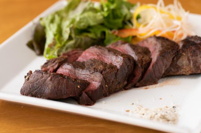 豚丼と豚しゃぶの人気店で、上質な蝦夷鹿を味わう 「十勝しゃぶしゃぶ・豚丼 豚っく(ぶたっく)」