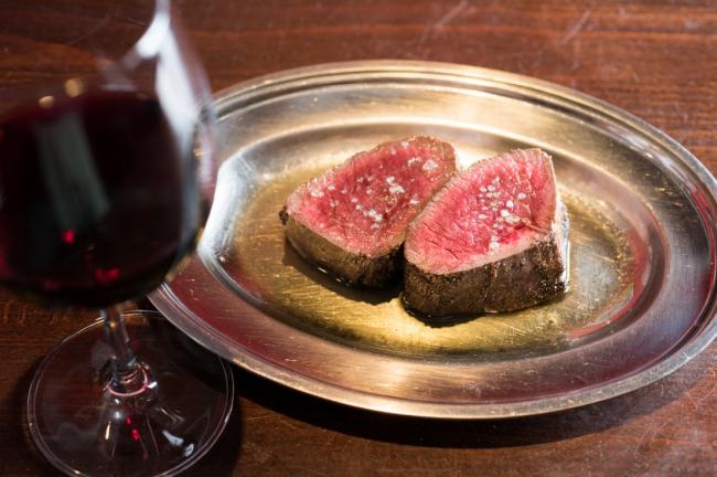 一度は味わいたい! 肉専用マシーンで焼く最高の味 「rotisserie Artisan」(ロティスリー アルティザン)